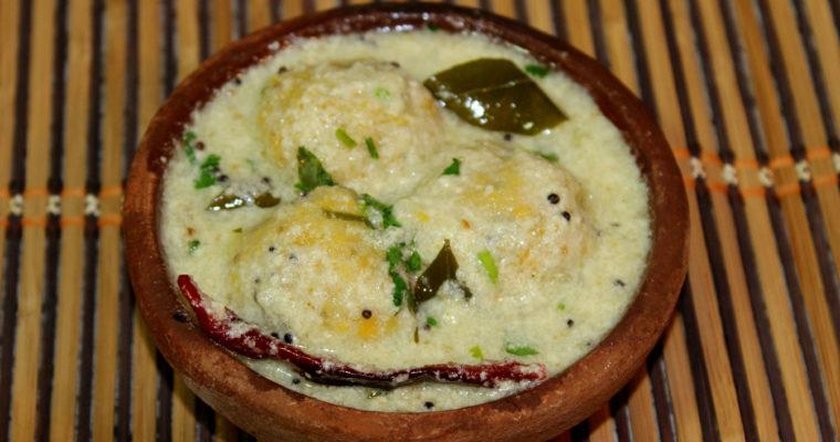 Paruppu Urundai More Kulambu| Lentil Balls in Yogurt Sauce